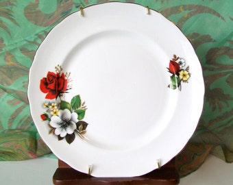 China Plate Red Roses Vintage with Hanging Bracket Rosebud 8 Inch Wall Hanger Flowers Floral English Cottage Taylor and Kent England