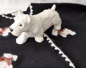 Scottie Love. Vintage Scots Terrier Ceramic Figurine.