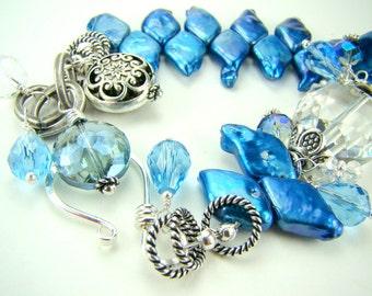Blue pearl bracelet, blue diamond pearls, chunky pearl charm bracelet... Blue Diamonds