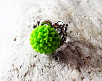 Lime green flower ring.  Silver filigree ring.  Chrysanthemum ring. Green mum ring. Green ring. Lime green ring. Flower jewelry.