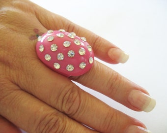 Pink Lucite Rhinestone Ring Oval Bubble Ring Sparkling Oval Shape 1970's