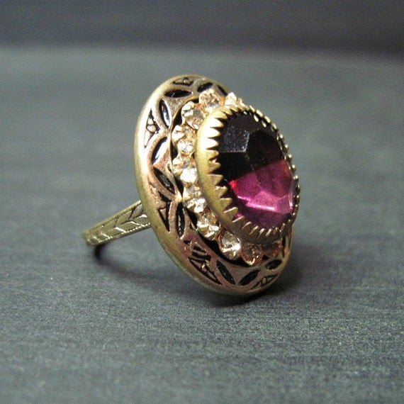 Vintage Art Deco Ring - Amethyst Glass - Purple - Enamel - Cocktail Ring - Size 5.5 - Costume - Dinner Ring