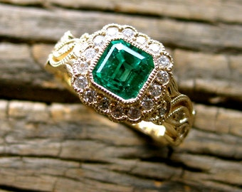 Emerald Engagement Ring in 14K Yellow Gold with Diamonds in Flowers & Leafs on Vine Motif Size 4