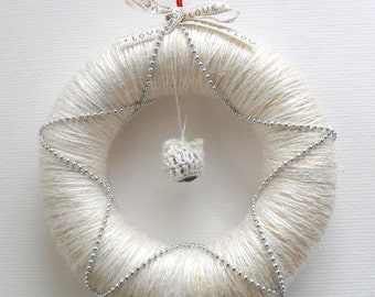 """Christmas yarn wreath with kitty hat jingle bell- pearly white - 11"""""""