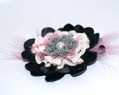 Flower fibre brooch with a white pearl