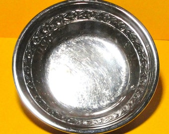 Vintage Reed and Barton Silverplate shallow Bowl. 1204