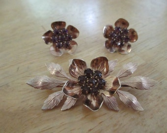 VINTAGE COSTUME JEWELRY   /  brooch and earrings