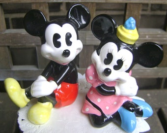 Charming Micky, Minnie figurines/cake topper in very good vintage condition
