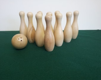 Cue Bowling Pin Set For Pool Tables with Ball