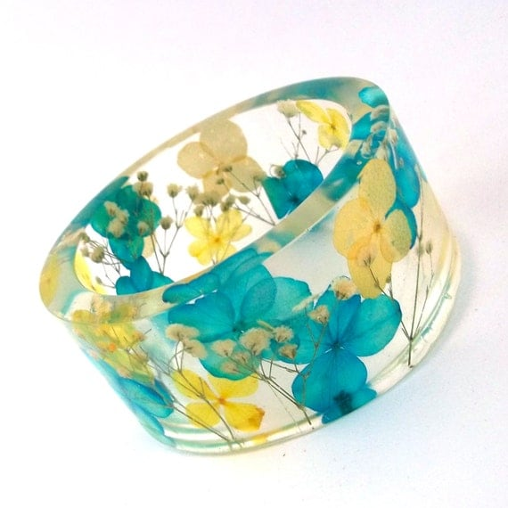 Size XXL Botanical Resin Bangle. Unique Contemporary Chunky Bangle Bracelet. Plus Size Bangle with Real Flowers. Engraved Gift. Personalized
