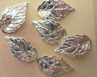 20pcs - bright silver plated - detailed leaf - charms - pendants - lightweight