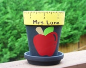 Personalized Teacher gift - pencil holder with Apple - Math or Reading