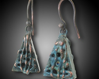Hollow prism earrings