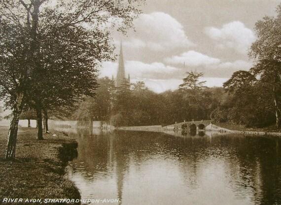 The River Avon, Stratford Upon Avon, England. Vintage Unused Postcard