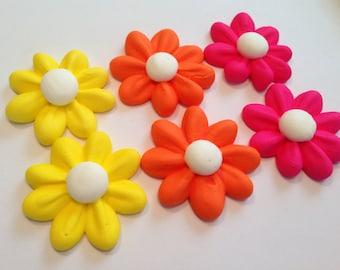 100 royal icing daises sugar flowers