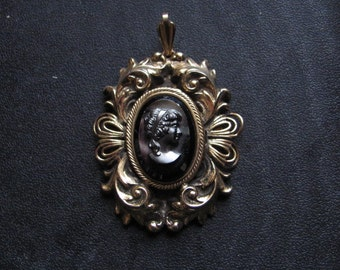 Vintage Black Glass Cameo Pendant