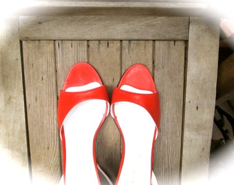 Vintage Design Saks Fifth Avenue Red Leather Heels Madmen Style Chic Fashion Valentine Date Summer