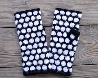 Black and White Polka Dots Fingerless Gloves - Black and White Fingerless Gloves - Wool fingerless - Fall Fashion - Womens Gloves nO 11.