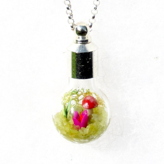 Nature Necklace, Lost World Mini Terrarium Necklace for Spring (bulb), bridesmaids gift
