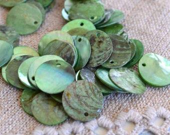 100pcs Mussel Shell Pendant Natural Drop 15mm Round Light Green