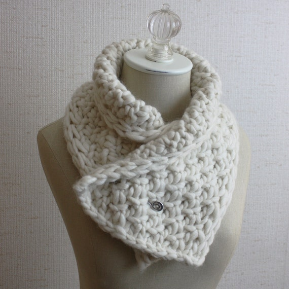 Knitting Pattern / Neckwarmer Cowl / Chunky Textured Twist