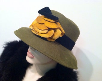 WOOL Made in USA Romantic Wide Brim Hat 1930s Designer Hat Millinery Genuine Authentic Vintage Accessory artedellamoda Amazing Flower Lace