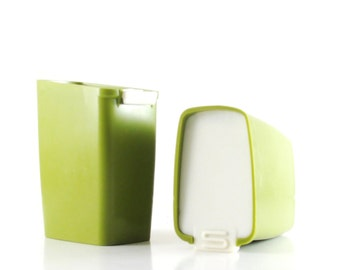 Plastic S & P Shakers