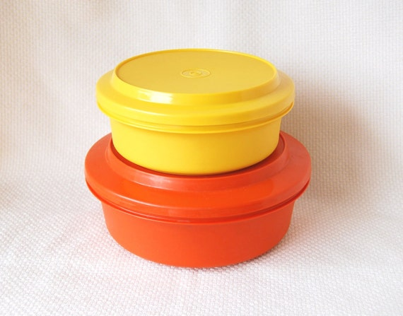 RESERVED ------------------------ Set of 2 Vintage Tupperware Seal and Serve Bowls Orange and Yellow