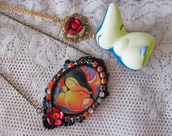 Pokémon Necklaces - CYNDAQUIL - TRADING Card Necklace & BANDAI Figure Necklace