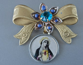 Art Deco Novelty Brooch Original Card Czech Rhinestone Bows with Dangling Religious Cameo Hand Tinted 1 piece