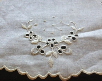 Vintage Set of 5 Dollies Off White with Flower Embroidery Detailing and Scalloped Edge Circle Shape