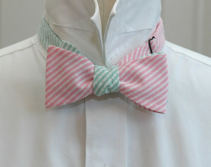 Men's Reversible Bow Tie, pink & green seersucker, wedding bow tie, groom bow tie, groomsmen gift, preppy bow tie, self tie bow tie