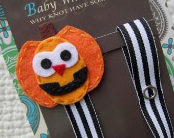 Pumpkin Pacifier Clip, Halloween Pacifier Clip, Jack o Lantern Holiday Pacifier Clip, pcholiday07
