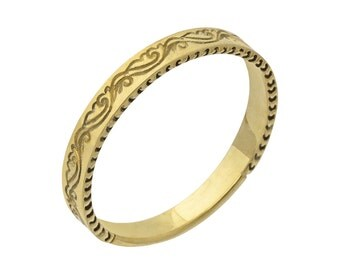 Antique Scrolls Engraved Wedding Band in Yellow Gold