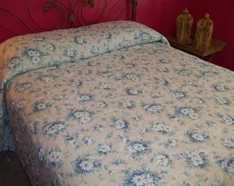 Vintage Blue Daisy Flower Quilted Bedspread Full and Double Size