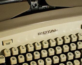 Royal Senior CompanionTypewriter Vintage Original Case