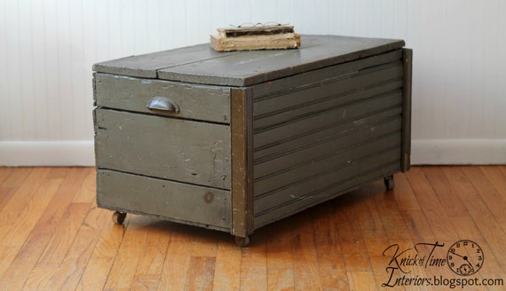 antique wooden trunk on wheels coffee table storage. Black Bedroom Furniture Sets. Home Design Ideas