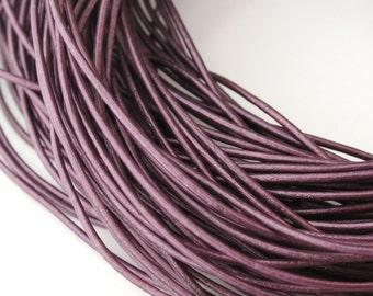 LRD0105064) 1 meter of 0.5mm Berry Metallic Round Leather Cord