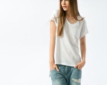 Women tshirt boyfriend fit with split sides in white