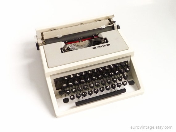Vintage Olivetti Dora Manual Typewriter Lettera 31 Underwood 310