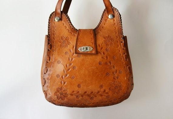Vintage 70s Golden Caramel Tooled Leather Purse