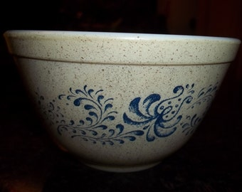 Homestead 401 Vintage Pyrex Nesting Mixing Bowl 1.5Pint
