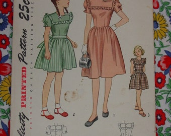 Vintage Pattern 1945 Simplicity No.2068  Girls Dress Sz.10