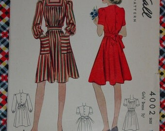 Vintage Pattern c.1939 McCall No.4002 Girls Dress, Size 10