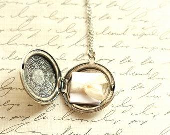 SALE Personalized Locket Necklace - A Vintage Simple Antique Silver Locket Necklace Bridesmaid Locket Necklace - Flowergirl Locket Necklace