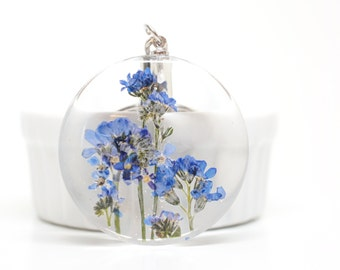 Big circle forget me not flower keychain, charm - real pressed flower, blue, garden in your hand, botanical, nature, unique gifts