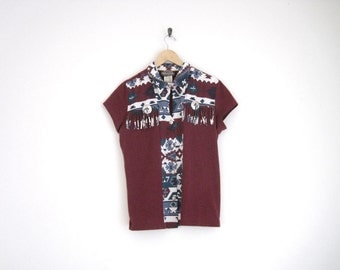 Vintage 90s Shirt. Red Short Sleeve Button Down Shirt. Southwest Print Shirt w Tassels. Kitschy Hipster Shirt. Western Cowboy. Mens Vintage.