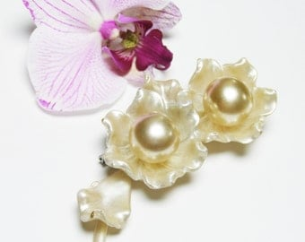 Large Flower Brooch, Early Plastic Statement Brooch in Pearlescent Champagne