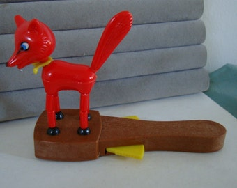 FOX HUNT TOY,  handheld & fox collapses when yellow wings on handle are held in