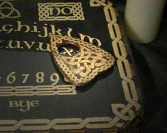 Lord Mocks Celtic (reversed)knot Planchette (Spirit Pointer)